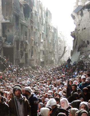 IS inntar palestinsk flyktningleir ved Damaskus