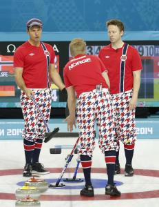 De norske curlinggutta til VM-semifinale som gruppevinner