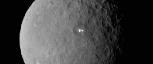 Nye bilder av dvergplaneten kan l�se mysteriet om de hvite flekkene