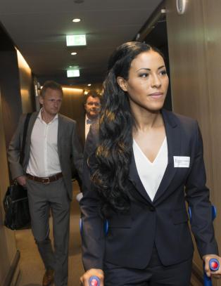 Cecilia Br�khus krever: - Den f�rste kampen min i Norge blir gratis p� TV