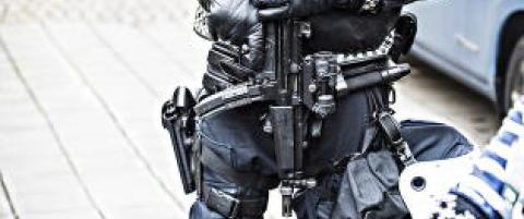 Justis- og beredskapsdepartementet forlenger politiets midlertidige bev�pning