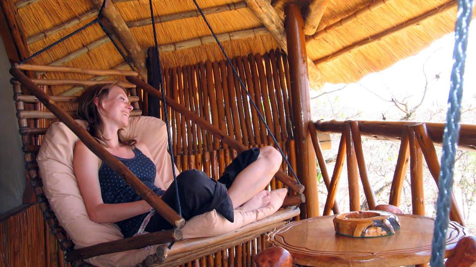 N�R NATUREN: Trehyttene har komfortable verandaer hvor du kan h�re fuglekvitteret, se p� dyrene og g� i ett med naturen. Alle foto: Solveig Schanke Eikum og K�re Eriksen