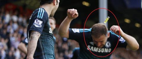 TV 2-ekspert om Chelsea-spiller som ble truffet av lighter fra tribunen: - Glad den traff ham