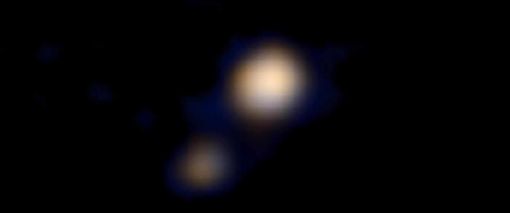 «Новые горизонты» сделали цветное фото Плутона и его луны (2 фото)