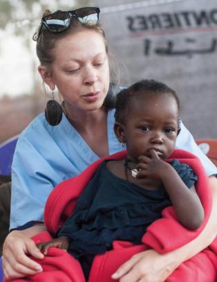 Gripene historier i ujevn bok om ebola