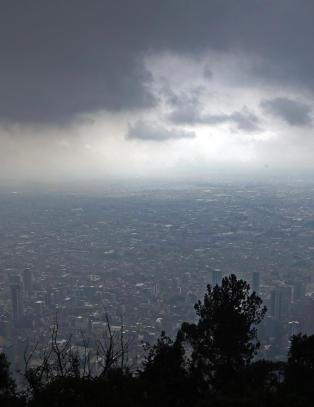 Det f�rste du legger merke til i Colombias hovedstad Bogota, er den spesielle lufta