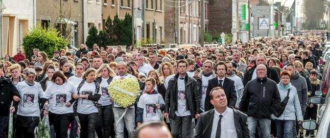 Tusenvis gikk i minnemarsj for Chlo� (9) etter drapssaken som ryster Frankrike
