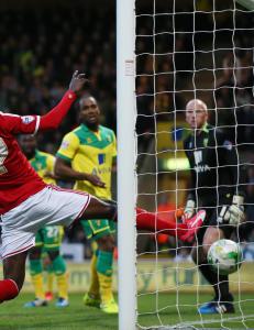 Tettey-selvm�l kan koste Norwich opprykket til Premier League