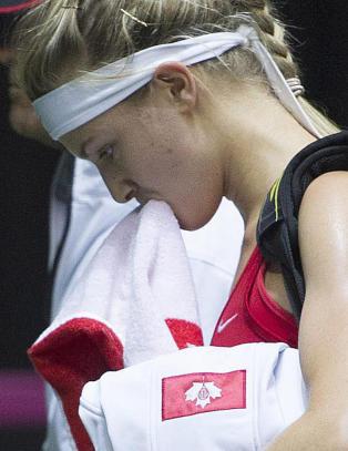 Tennisyndling latterliggjort av rivalen. Nektet f�rst � ta motstander i h�nda