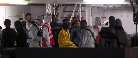 Kaptein og besetningsmedlem p�grepet etter b�tforliset