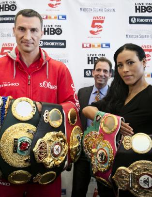 - Jeg var skeptisk til kvinnelige boksere, men n� ser jeg kvaliteten