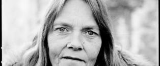 Polititeori: Datter senket Kari (56) i jernbur i elva