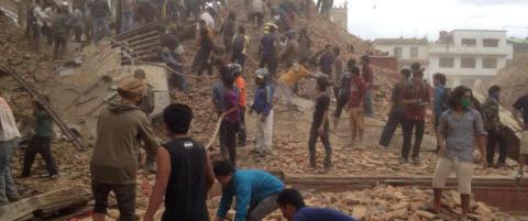 Minst 449 d�de i Nepal - over 50 innesperret i sammenrast turistt�rn