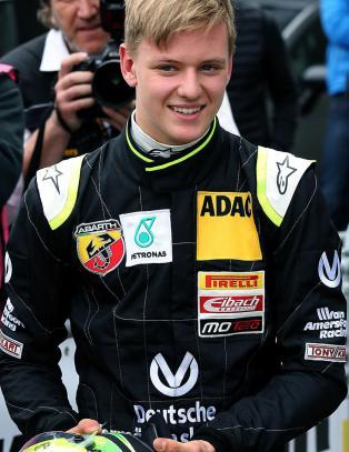 Schumacher junior med sterk debut i formel 4