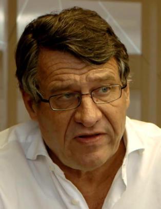 Cato Schi�tz argumenterer for Joralf Gjerstads �evner� ved � sammelikne med straffesaker