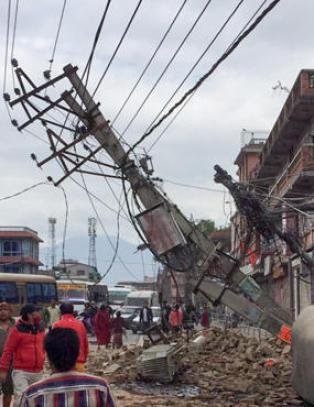 Stort etterskjelv i Katmandu, et d�gn etter jordskjelvet som har tatt tusenvis av liv