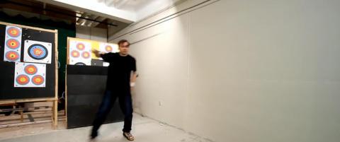 Danske Lars Andersen ble nettfenomen etter utrolig pil og bue-video. N� svarer han kritikerne