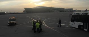 Det norske redningsteamet som er p� vei til Nepal st�r fast i Baku: - Det er s�rgelig