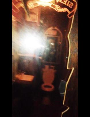 Tamale skulle p� do - s� oppdaget hun det tosidige speilet