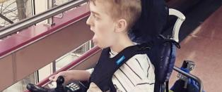 Russen hadde allerede g�tt da Oliver kom fram med rullestolen, men n� vil hele Norge hjelpe ham med russekort
