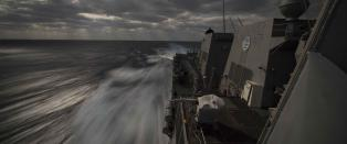 Iran har tatt kontroll over amerikansk frakteskip, n� svarer USA