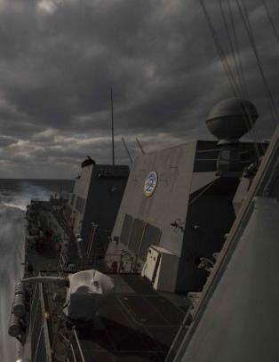 Iran har tatt kontroll over  frakteskip, n� svarer USA