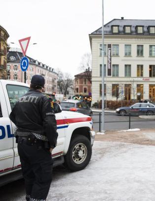 V�pnet politi tungt tilstede p� karikaturutstilling i Oslo