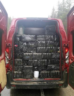 Tollere fant 2083 liter alkohol i varebil