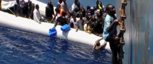 Filmet b�tflyktningenes desperate kamp for � redde livet