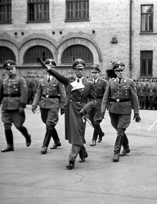 Mens hele Norge feiret freden, reiste Hitlers forhatte rikskommis�r til Skaugum og sprengte seg