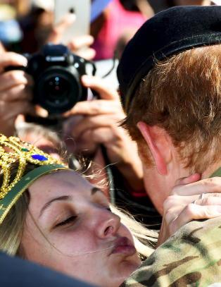 Victoria (21) stjal kyss fra prins Harry