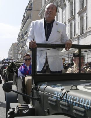 Sjefen tok med seg 6400 ansatte p� luksusferie til Frankrike. Regninga? 278 millioner kroner