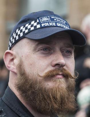 Politimannen skulle bare p� muslimkritisk demonstrasjon. S� ble han helgas st�rste internettkjendis