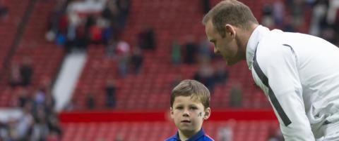 Rooney trodde ikke sine egne �yne da han snudde seg og s� hva s�nnen drev med