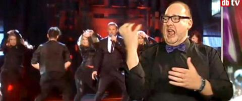 Tegnspr�ktolken ble en megahit - n� stiller NRK med egen tolk