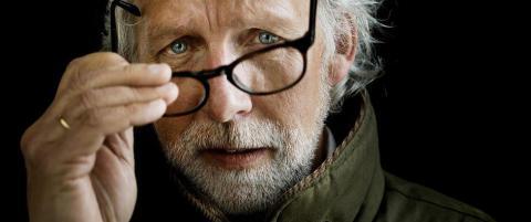 Carl-Erik Grimstad har blitt erkl�rt d�d av Ari Behn og f�tt hele Sverige etter seg
