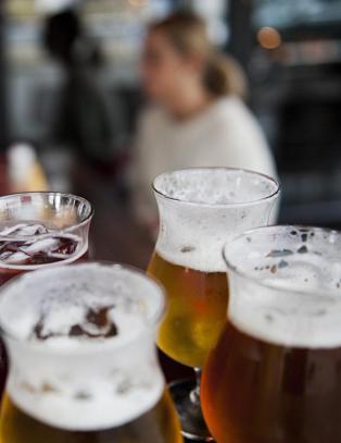 - Alkohol �ker risikoen for demens