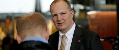 Solvik-Olsen lokker med 876 vei-milliarder