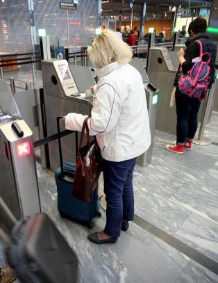 Denne selvbetjente billettkontrollen, skal f� deg raskere fram p� Gardermoen