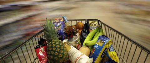 Forbud mot � kaste mat i Frankrike. M� donere spiselig mat til veldedighet eller s�rge for at den blir dyref�r