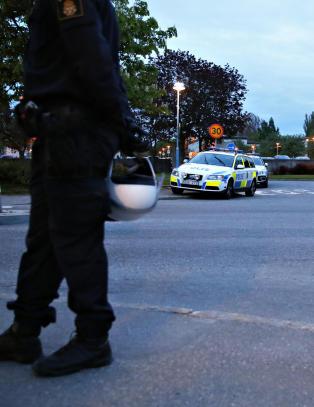 Brannbomber mot politiet i Stockholm