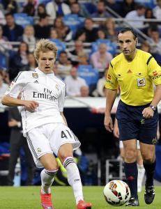 Omfavnet av Ronaldo og en h�rfin offside unna dr�mmedebut for Real Madrid