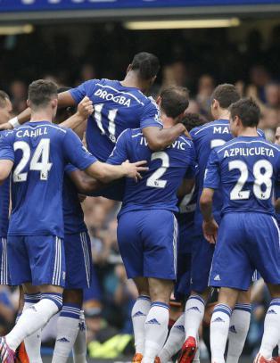 Drogba ble b�ret av p� gullstol, mens Lampard og Gerrard scoret i avskjedene