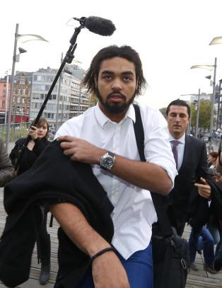 Ble kjent som moonwalk-danser i realityshow. S� reiste han til Syria