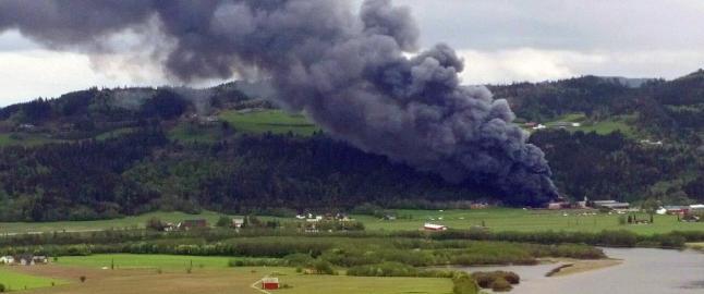 Seks personer skadd i eksplosjonsartet brann i bilopphuggeri