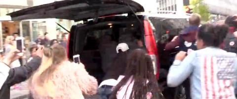 Elleville fans tok seg inn i Jay Zs bil