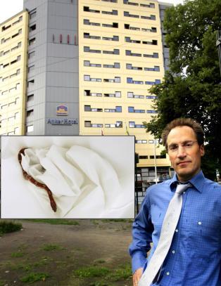 Slange funnet p� hotellrom: - Om Mattilsynet ikke kunne komme, ville jeg reist ned og tatt slangen selv