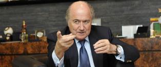 - Blatter danser ikke p� kontoret sitt, men han er rolig. Dette er bra for Fifa