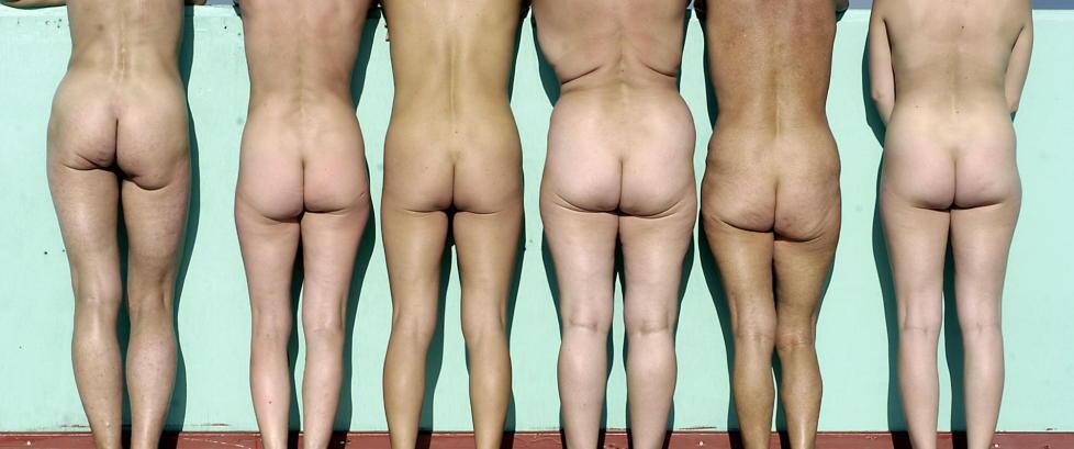 �P�kledd i dusjen� er en viktig bok om nakenhet, kroppspress, porno og sex