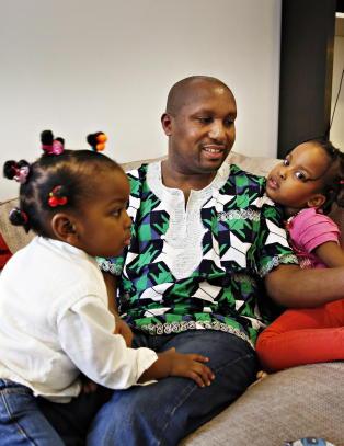 Bare Daniella (2)  i familien p� fem  f�r bli i Norge: Ny dom sender pappa ut av landet